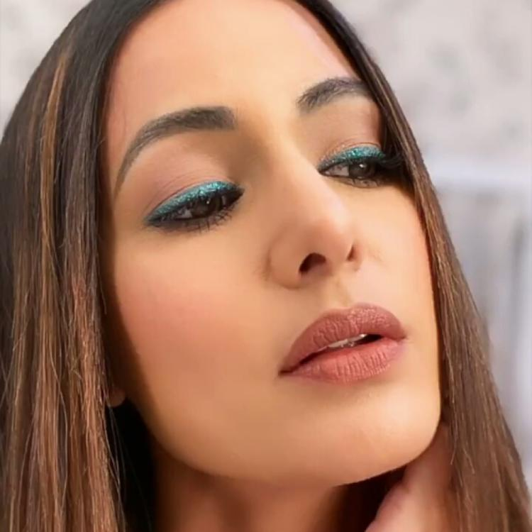 Hina Khan dazzles like a diva in her latest selfie as she shows off her glitter eye makeup; Check it out