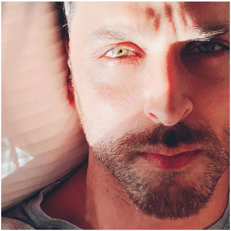 Hrithik Roshan shares a series of pictures captioned 'Sun suits me' and we couldn't agree more; view PICS