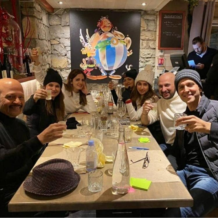 Hrithik Roshan and Sussanne Khan have dinner with their folks and give major family goals; Check it out