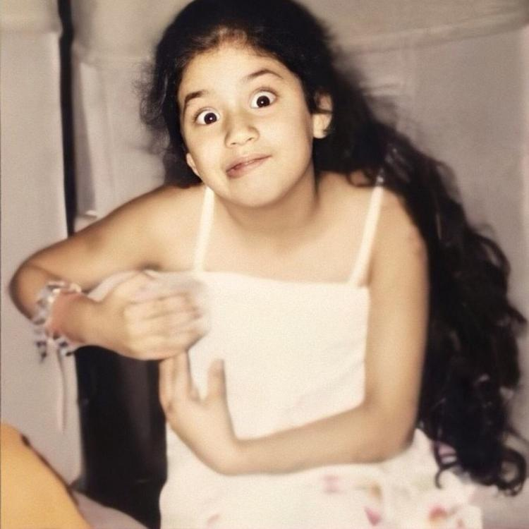 Janhvi Kapoor's hilarious expression in a throwback picture will remind you of your childhood days