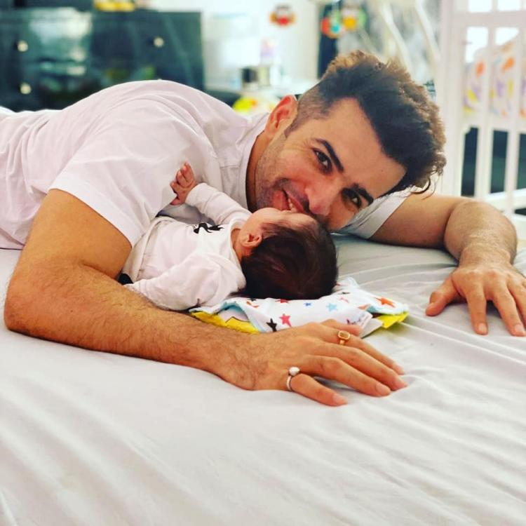 Proud father Jay Bhanushali shares a lovely picture with his daughter Tara and it is too cute for words