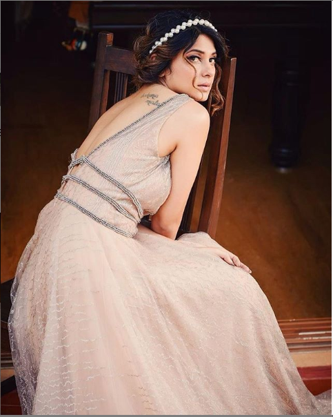 Jennifer Winget looks like a Disney princess spreading love and happiness in her latest post; check it out