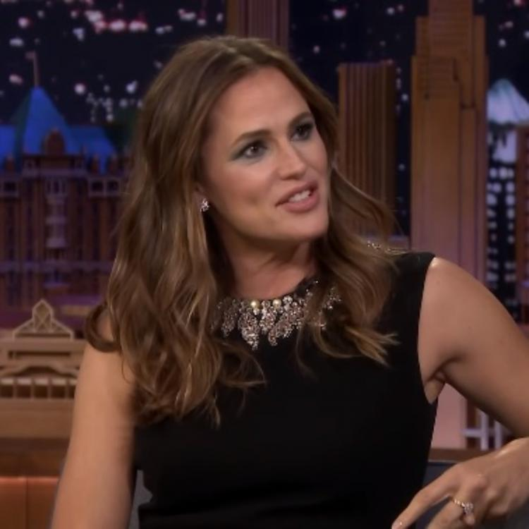 Jennifer Garner has an epic reaction to a surprise call she gets from Julie Andrews; Read details