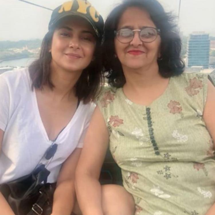 Jennifer Winget is enjoying a fun time with her mother on their family vacation together; check it out