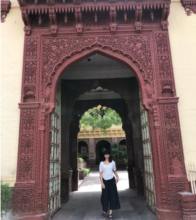 Jennifer Winget is keeping her vibe high in a monochrome look as she goes all touristy in Jodhpur; See Pics