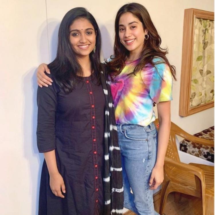 Janhvi Kapoor & Sairat actress Rinku Rajguru are all smiles as they pose for a PIC together; take a look