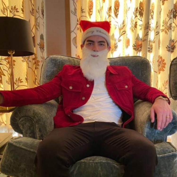 PHOTO: Joe Jonas turns into an adorable Santa Claus for Sophie Turner on their first Christmas post wedding