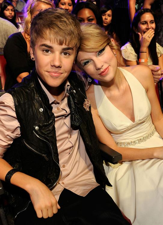 Justin Bieber believes that instead of going on social media and talking harshly about Scooter Braun, Taylor Swift should instead talk to them and work the issues out.
