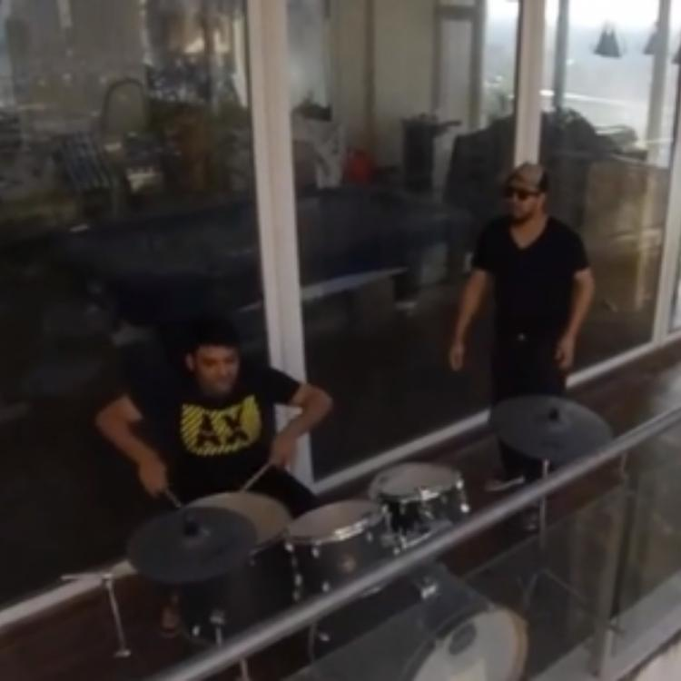 Janta Curfew: Mika Singh plays host to Kapil Sharma as they perform live in the balcony; Watch VIDEO