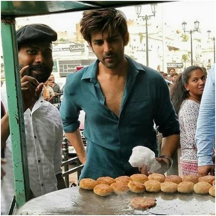 Kartik Aaryan heads out to gorge on street food in Lucknow amidst Pati Patni Aur Woh shoot; See Pics