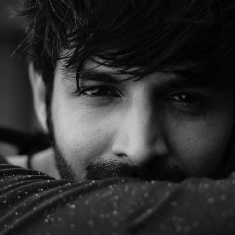 Kartik Aaryan shares a throwback PHOTO as Luka Chuppi completes one year; Take a look
