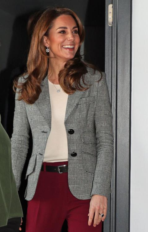Kate Middleton's chic blazer and pants set is the perfect outfit for your next business meeting; Check it out