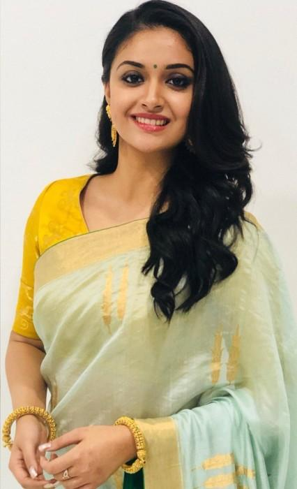 Keerthy Suresh receives the National Award for Best Actress, dedicates her victory to her family.