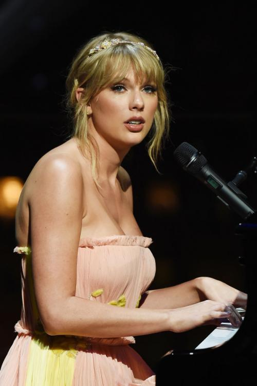 Taylor Swift wrote a scathing blog about Scooter Braun, who now owns the singer's entire music catalogue.
