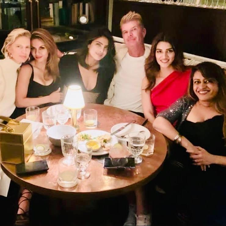 Kriti Sanon enjoys an importu dinner with Priyanka Chopra in NYC