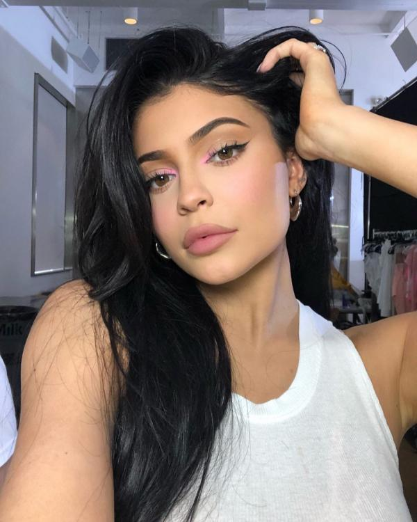 3997c2be5 THIS is Kylie Jenner's latest obsession and we spot a TREND coming; Find out