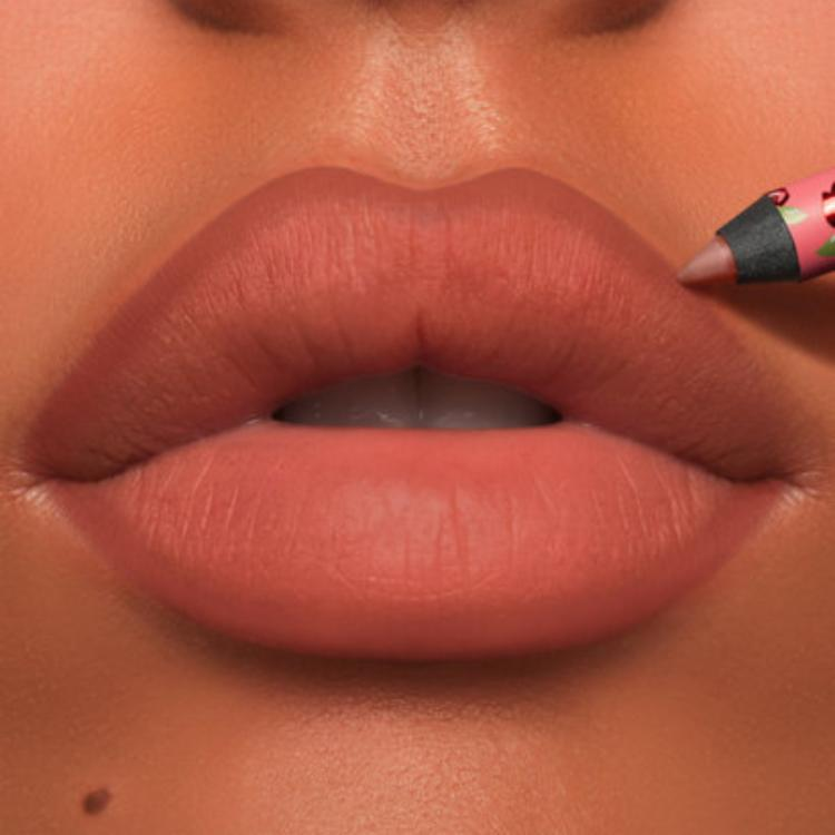 Easy and quick guide for applying the lip-liner perfectly