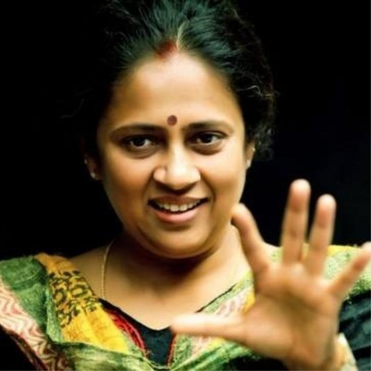 Lakshmy Ramakrishnan returns to small screen after Solvathellam Unmai; Check details