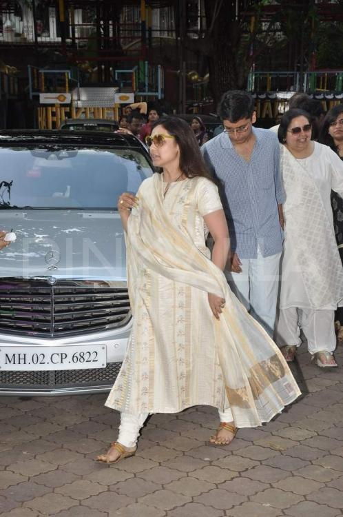 Photos,rani mukherji,Pamela Chopra,Madhuri father prayer meet