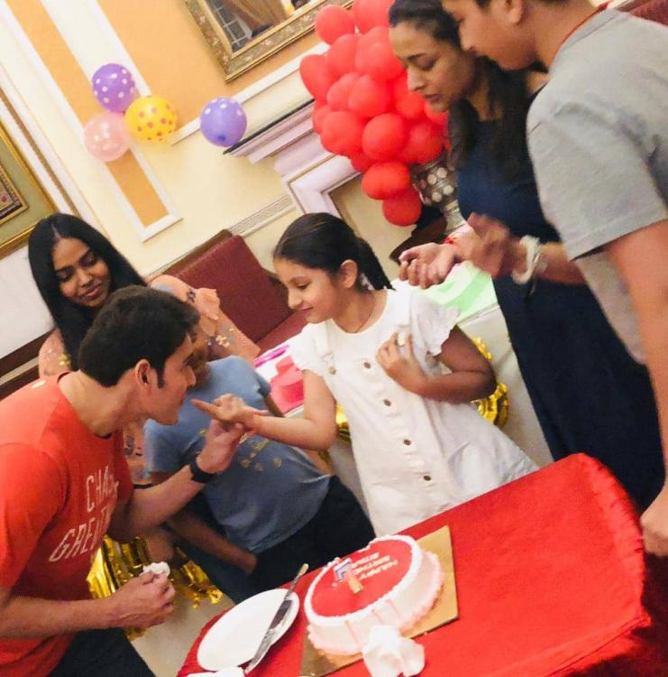 Mahesh Babu surprises his daughter Sitara on her 7th birthday & these photos from the celebrations are adorbs