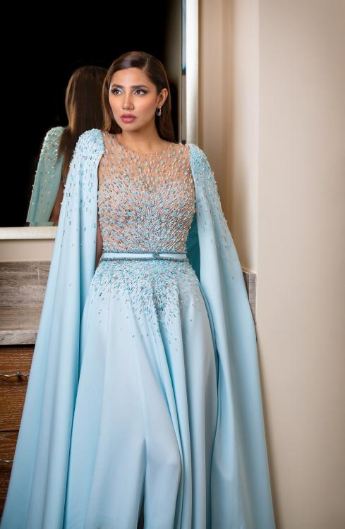Mahira Khan looks mesmerising in blue at DIAFA 2019; see photos