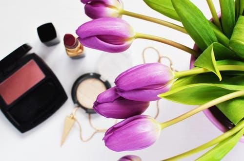 Do you have oily skin? THESE makeup tips will come in handy for you