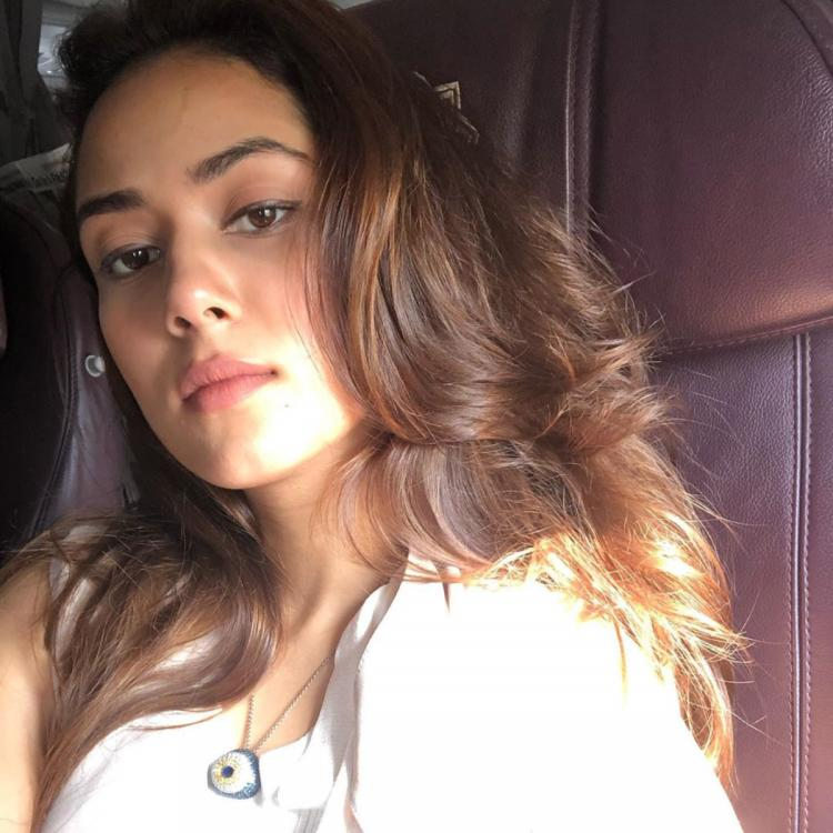 Sun kisssed Mira Rajput makes our heart skip a beat as she warns her 'eyes on you'; Check it out