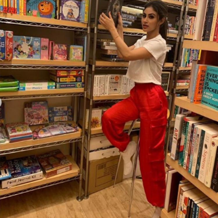 Mouni Roy shows her bookaholic side in her latest PICS
