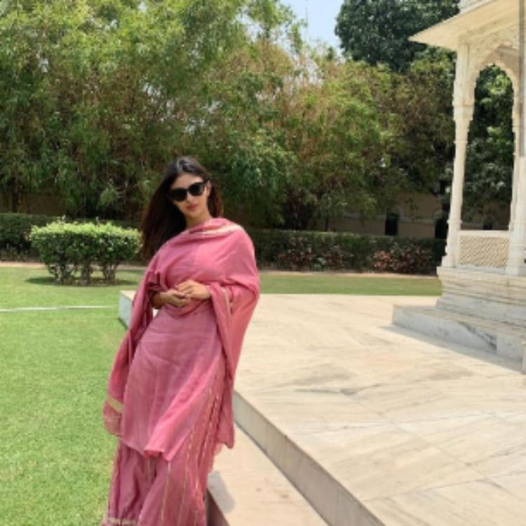 Mouni Roy looks beautiful as she flaunts a traditional outfit in her latest pictures