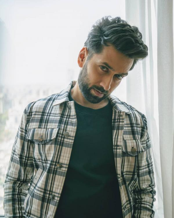 Nakuul Mehta shares a dashing picture and we are absolutely smitten by him; Check it out