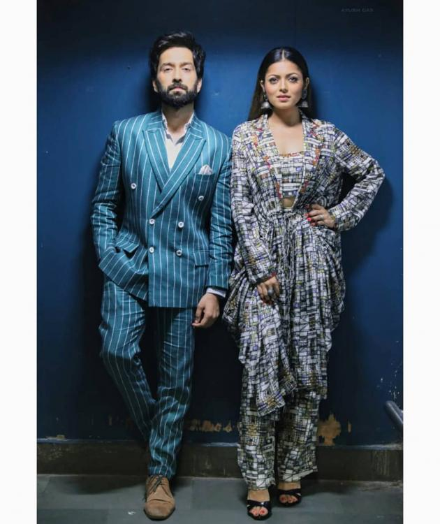 Nakuul Mehta and Drashti Dhami look suave as they pose together; someone please cast them together already