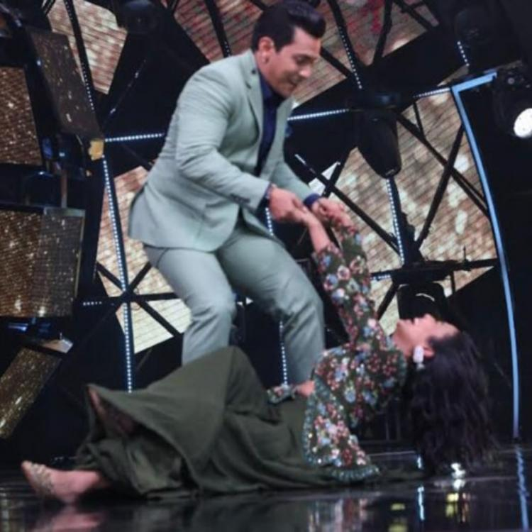 Indian Idol 11: Neha Kakkar FALLS on the stage while dancing with Aditya Narayan, bursts out laughing; See Pic