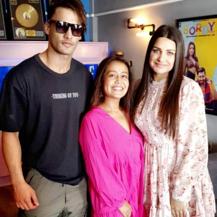 Neha Kakkar is all smiles as she poses for PICTURES with Kalla Sohna Nai couple Asim Riaz and Himanshi Khurana