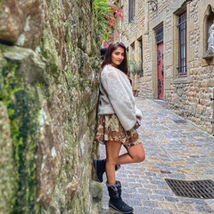 Housefull 4 actress Pooja Hedge enjoys some 'me time' on the streets of France; View PICS