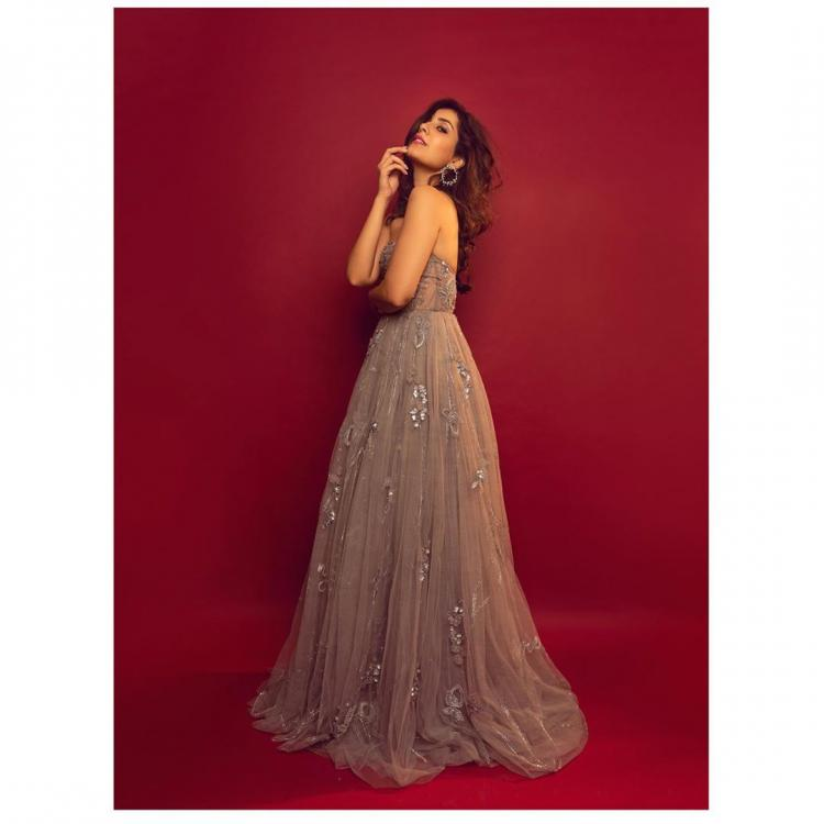 Raashi Khanna looks like a princess straight out of a fairytale in a dazzling ballgown