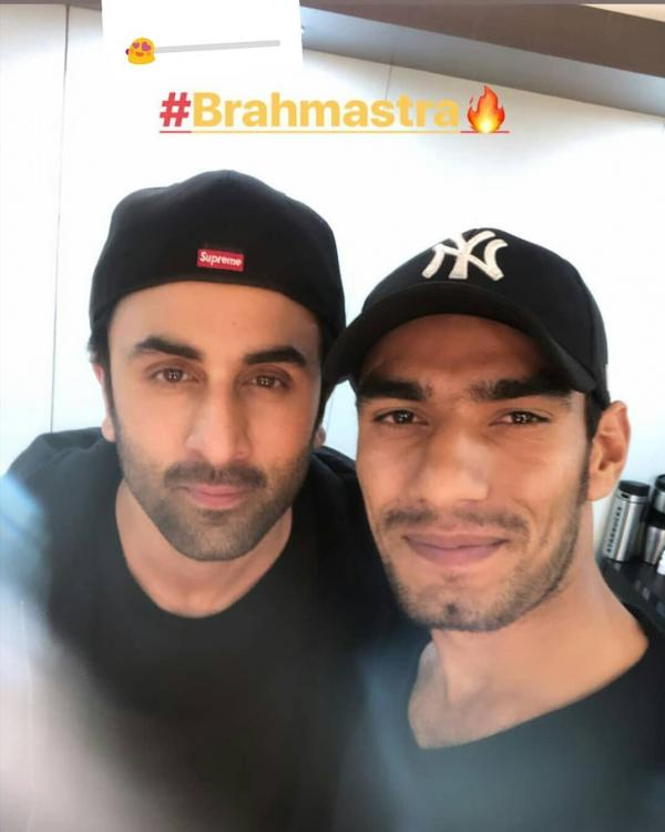 Ranbir Kapoor is back on the sets of Brahmastra and in the picture, the actor is posing with his stuntman