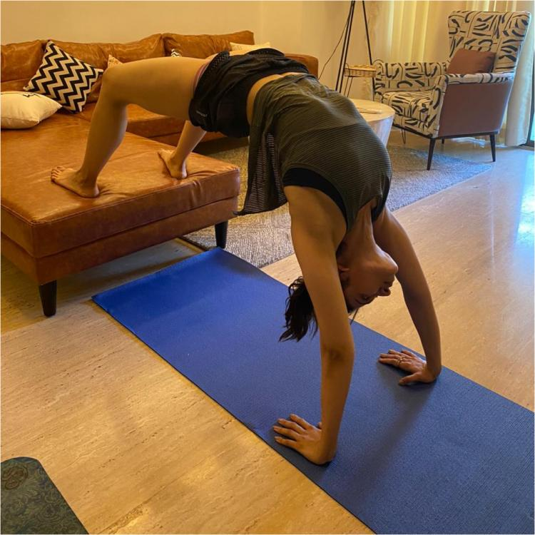 Rakul Preet Singh uses home furniture to workout amid COVID 19; Says don't let self quarantine stop you