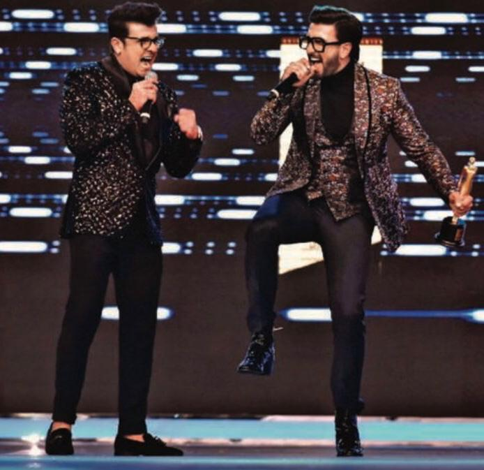 Ranveer Singh and Sonu Nigam's jugalbandi on the singer's HIT 90s song is worth a watch