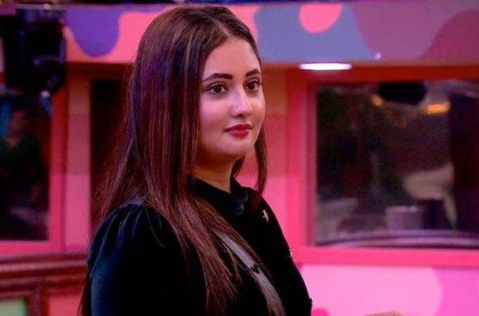 Bigg Boss 13: Rashami Desai has a breakdown in front of Arti Singh; Says, 'She is dying from within'