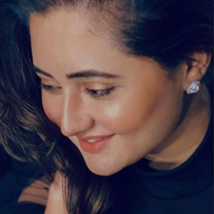 Bigg Boss 13 finalist Rashami Desai flashes a warm smile in her PHOTO; Asks fans to be safe while in lockdown