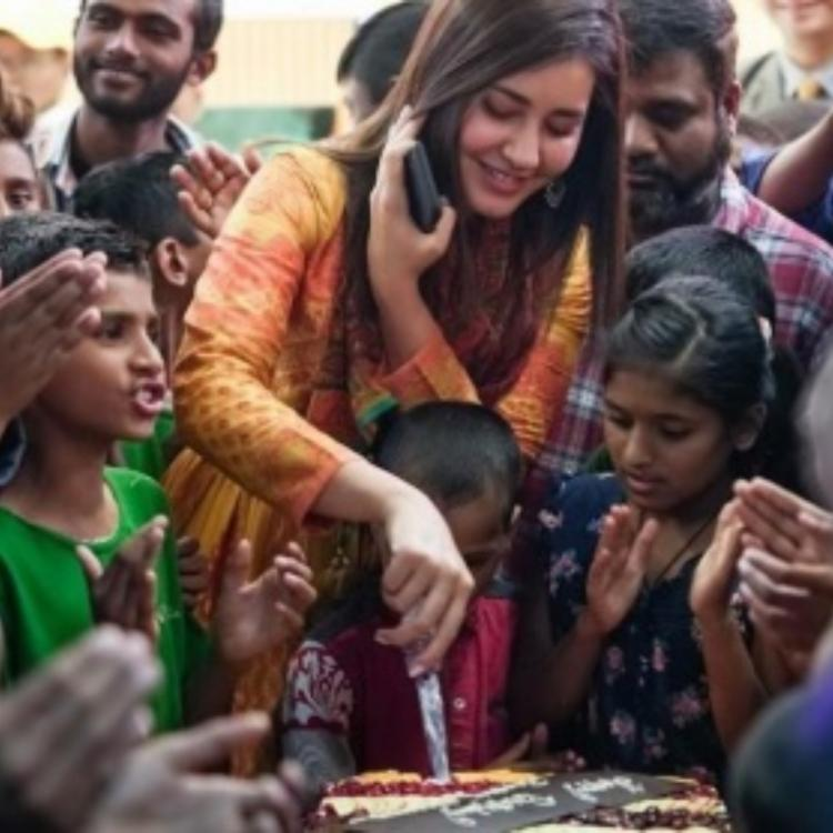 Venky Mama actress Raashi Khanna shares an adorable picture and we are all hearts; View Pic