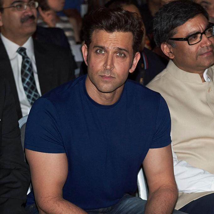 Hrithik Roshan SHARES a glimpse of his first meeting with the class of Super 30