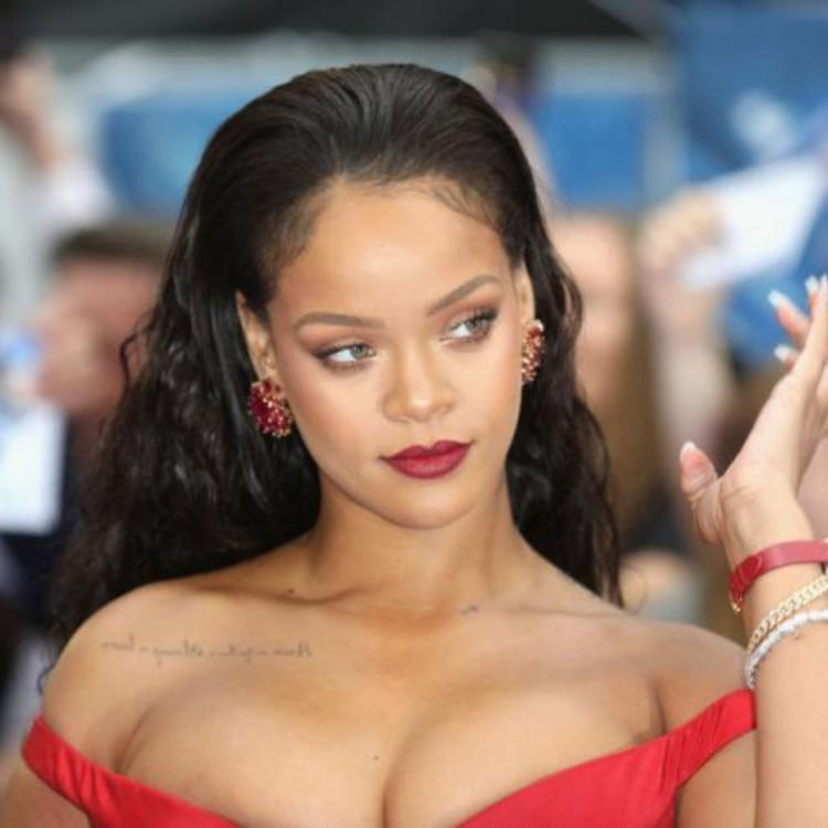 Rihanna to release 500 page visual autobiography