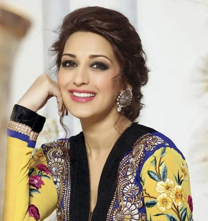 Sonali Bendre Behl shows concern about pollution caused by Ganapati visarjan