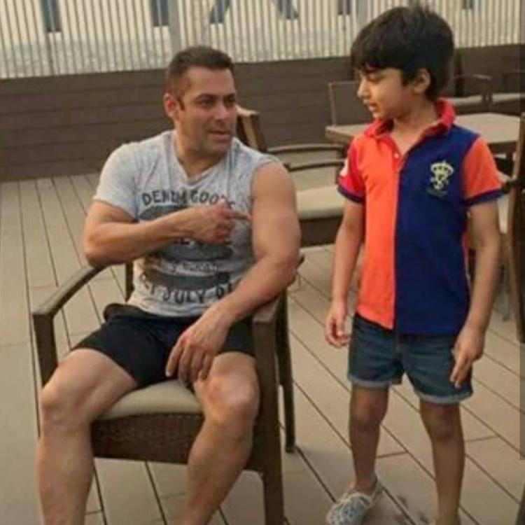 Salman Khan shows off his muscles to a kid who cannot take his eyes off the actor; See Photo