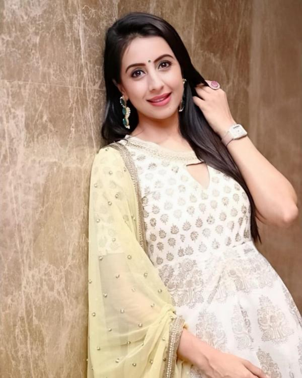 Sanjjanaa Galrani hits a producer with a bottle at a party? Actress BREAKS her silence on the controversy