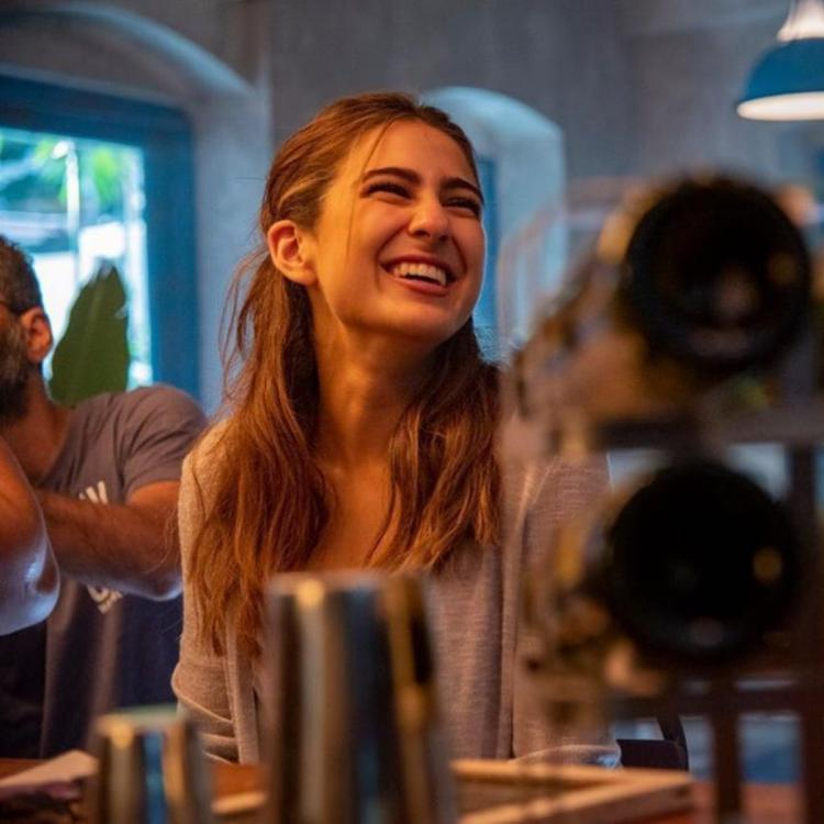 Sara Ali Khan laughs her heart out in UNSEEN pic from Love Aaj Kal 2 shared by Imtiaz Ali