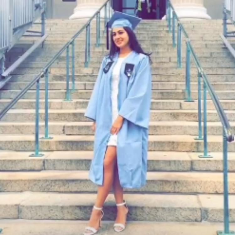 Sara Ali Khan recalls the time when she graduated from Columbia University 4 years back; See Photos