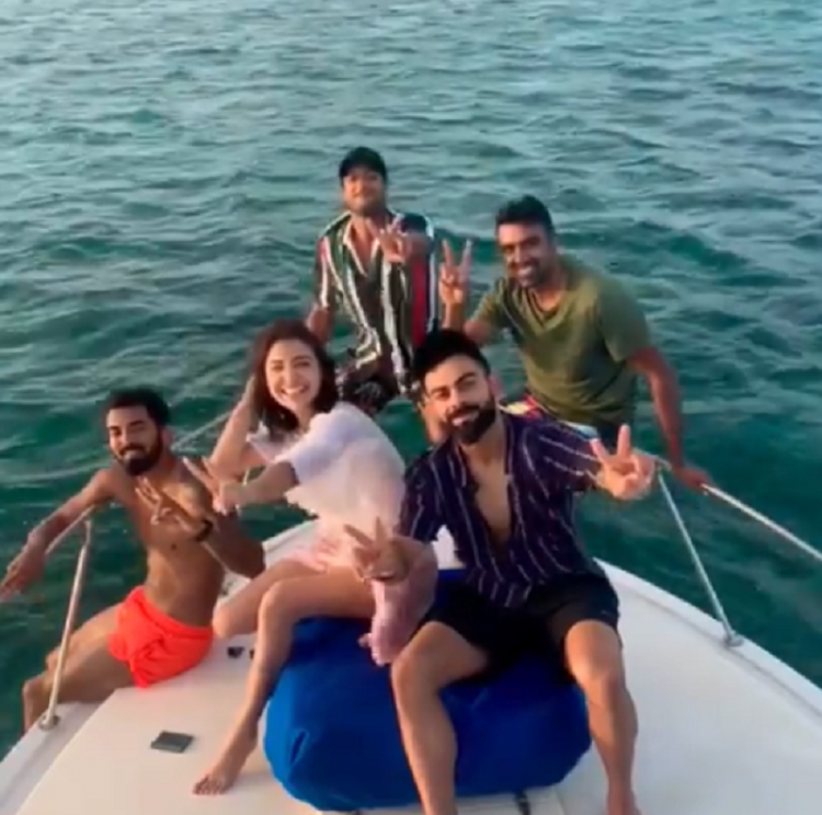 VIDEO: Anushka Sharma chilling with Virat Kohli and the cricket team boys is all things love
