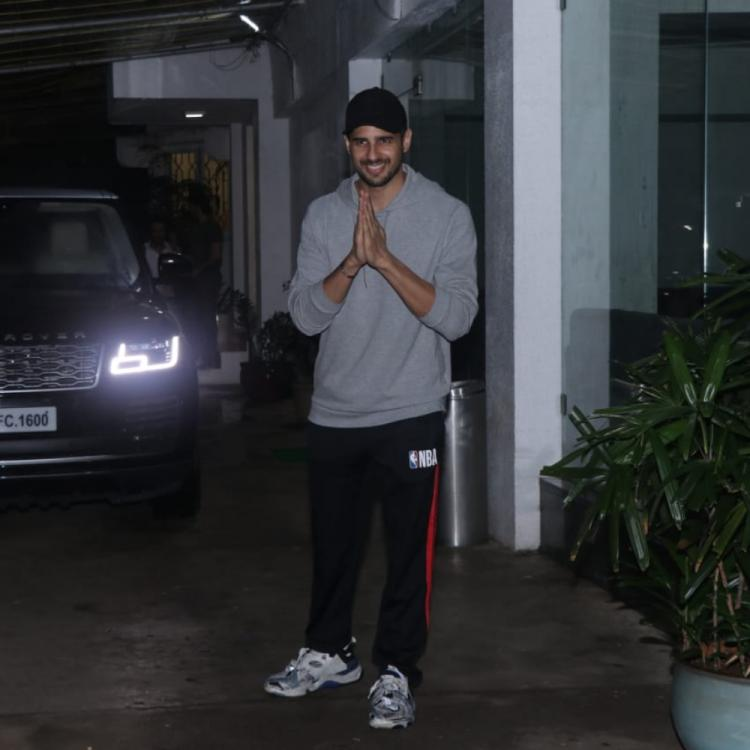 PHOTOS: Sidharth Malhotra is all smiles as he gets papped outside a dubbing studio